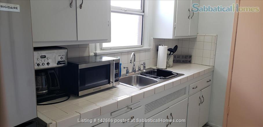 Charming 2 bedroom/1 bathroom unit in the heart of LA Home Rental in Los Angeles, California, United States 2