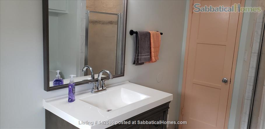 Charming 2 bedroom/1 bathroom unit in the heart of LA Home Rental in Los Angeles, California, United States 4