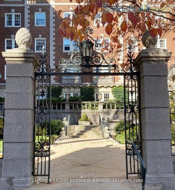 Tasteful, furnished 1 bed condo in heart of Porter Square Home Rental in Cambridge, Massachusetts, United States 1