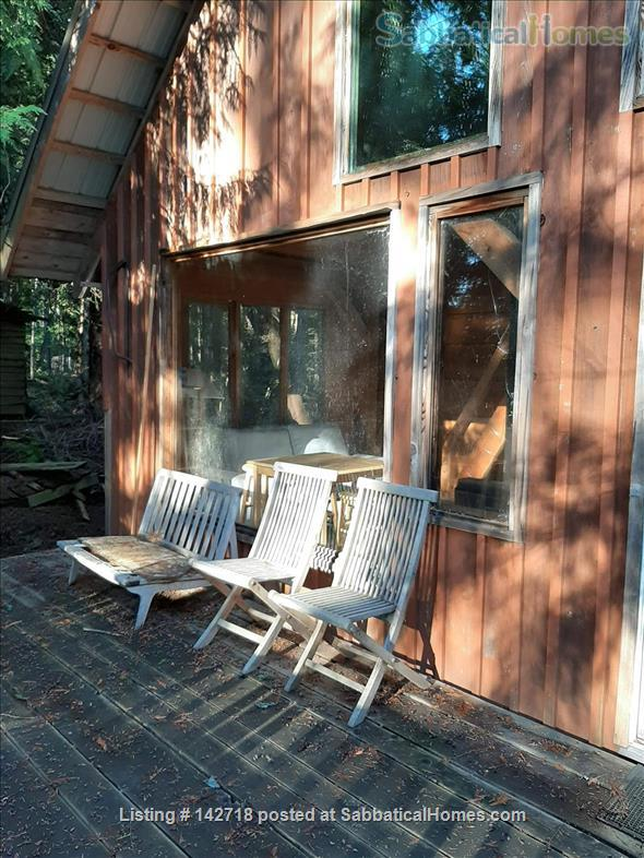 Cozy Cabin on the Gulf Islands. Home Rental in Galiano Island 6 - thumbnail