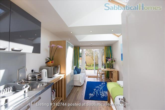 Sunny Studio Apartment in leafy North Oxford Home Rental in Oxfordshire, England, United Kingdom 2