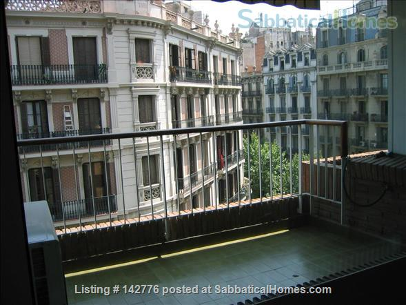 IDEALLY LOCATED FLAT IN BARCELONA DOWNTOWN (EIXAMPLE) Home Rental in Barcelona, Catalunya, Spain 3