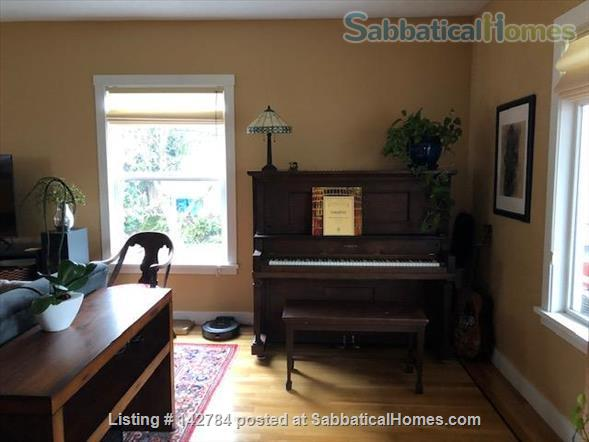 Comfortable Furnished Home in Vibrant SE Portland Home Rental in Portland, Oregon, United States 3