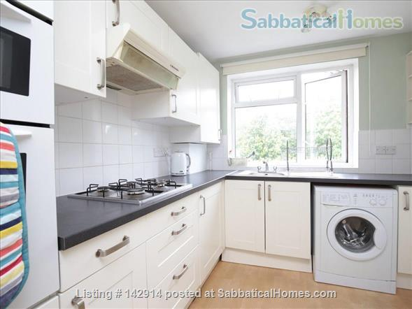 Light and airy double bedroom available in 2 bedroom flat! Home Rental in Headington, England, United Kingdom 2