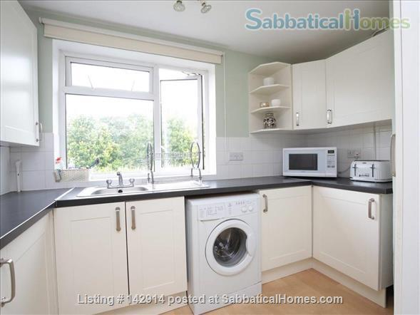 Light and airy double bedroom available in 2 bedroom flat! Home Rental in Headington, England, United Kingdom 3