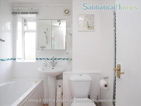 Light and airy double bedroom available in 2 bedroom flat! Home Rental in Headington, England, United Kingdom 4
