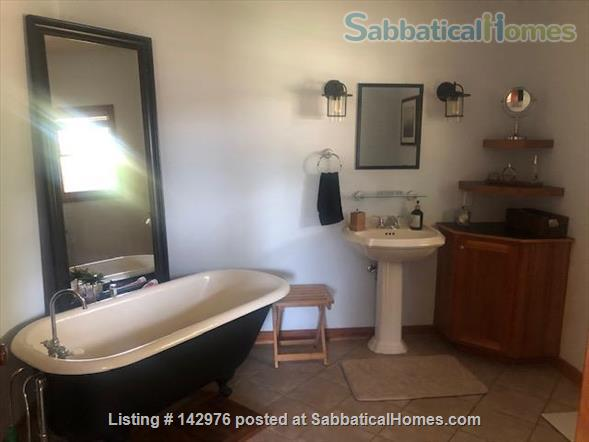 Charming, craftsman style ranch, in an upscale,  centrally located subdivision. Home Rental in Fitchburg, Wisconsin, United States 5