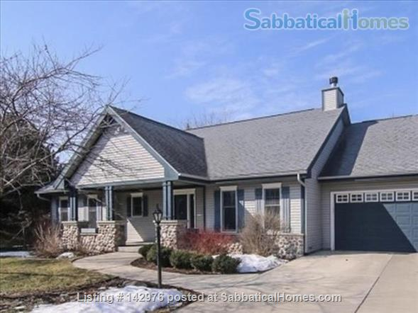 Charming, craftsman style ranch, in an upscale,  centrally located subdivision. Home Rental in Fitchburg, Wisconsin, United States 8