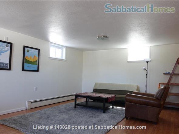 Bi-level House 1BR, 1BA, next to hiking trails Home Rental in Boulder, Colorado, United States 3