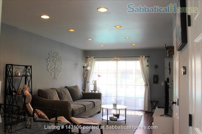 Gorgeous townhouse: central location, quiet, near park, public transport Home Rental in Los Angeles, California, United States 1