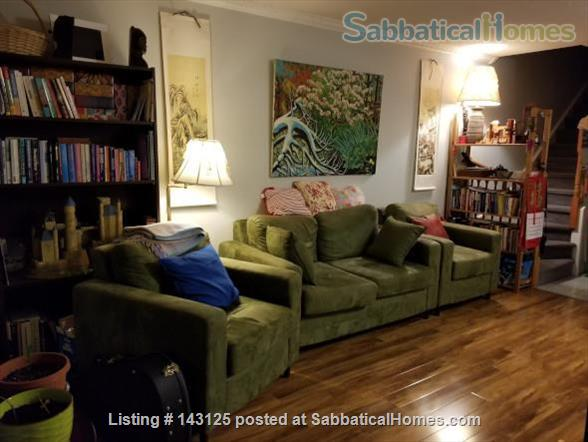 Spacious, yet cozy, 3-story, 3-bedroom townhouse with many amenities! Home Rental in Toronto, Ontario, Canada 4