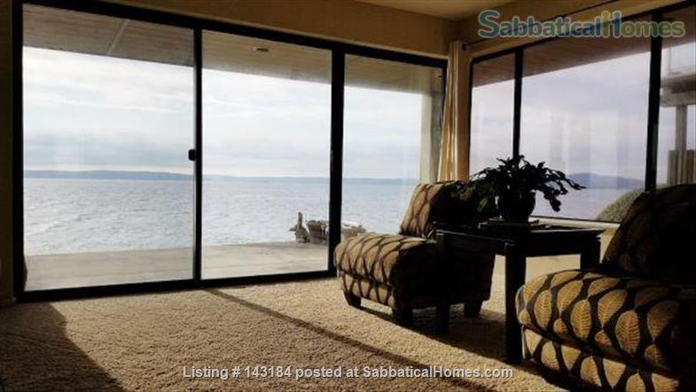 Amazing Waterfront Unit With Private Beach In A Garden Setting Home Rental in Seattle, Washington, United States 7