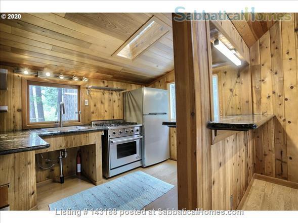Blissful Solitude - Sweet Cottage - Writer's Retreat, Fantastic Photography, Wine Tasters Weekend Home Rental in Azalea, Oregon, United States 2