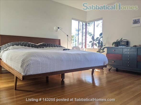 Beautiful light-filled house with Bay views near Rose Garden, walkable to UCB, North Berkeley restaurants, cafés, stores, farmers market Home Rental in Berkeley, California, United States 3