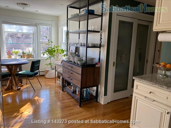 FULLY FURNISHED, SUN-DRENCHED 3 BED / 2 BATH HOME NEAR HARVARD, TUFTS, & LESLEY, with ROOFTOP DECK HAVEN Home Rental in Cambridge, Massachusetts, United States 5