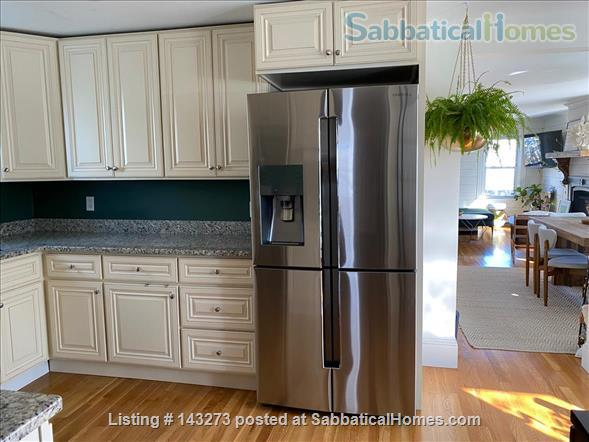 FULLY FURNISHED, SUN-DRENCHED 3 BED / 2 BATH HOME NEAR HARVARD, TUFTS, & LESLEY, with ROOFTOP DECK HAVEN Home Rental in Cambridge, Massachusetts, United States 7