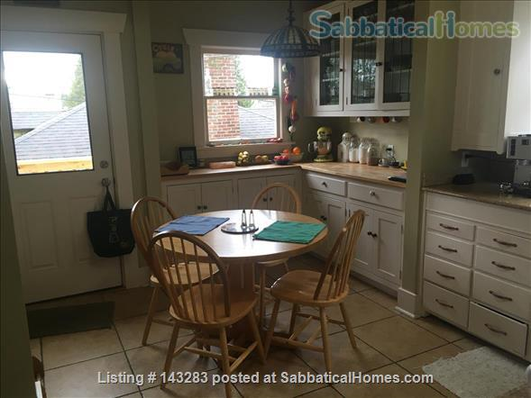Beautiful Seattle  Bungalow with garden in U-District Home Rental in Seattle, Washington, United States 3