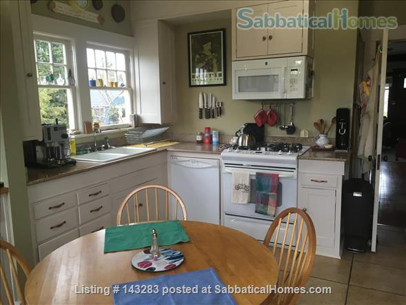 Beautiful Seattle  Bungalow with garden in U-District Home Rental in Seattle, Washington, United States 4