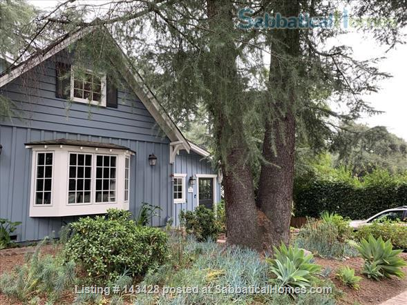 Spacious traditional cottage in gorgeous mountain area, close to hiking, biking, easy drive to all LA has to offer (downtown, beach) Home Rental in La Cañada Flintridge, California, United States 1
