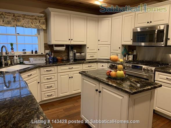 Spacious traditional cottage in gorgeous mountain area, close to hiking, biking, easy drive to all LA has to offer (downtown, beach) Home Rental in La Cañada Flintridge, California, United States 2