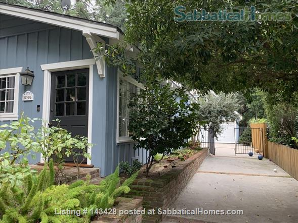 Spacious traditional cottage in gorgeous mountain area, close to hiking, biking, easy drive to all LA has to offer (downtown, beach) Home Rental in La Cañada Flintridge, California, United States 6