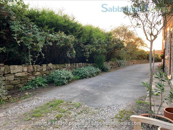 Peaceful Terrace Cottage for Rent Home Rental in Old Whittington, England, United Kingdom 0