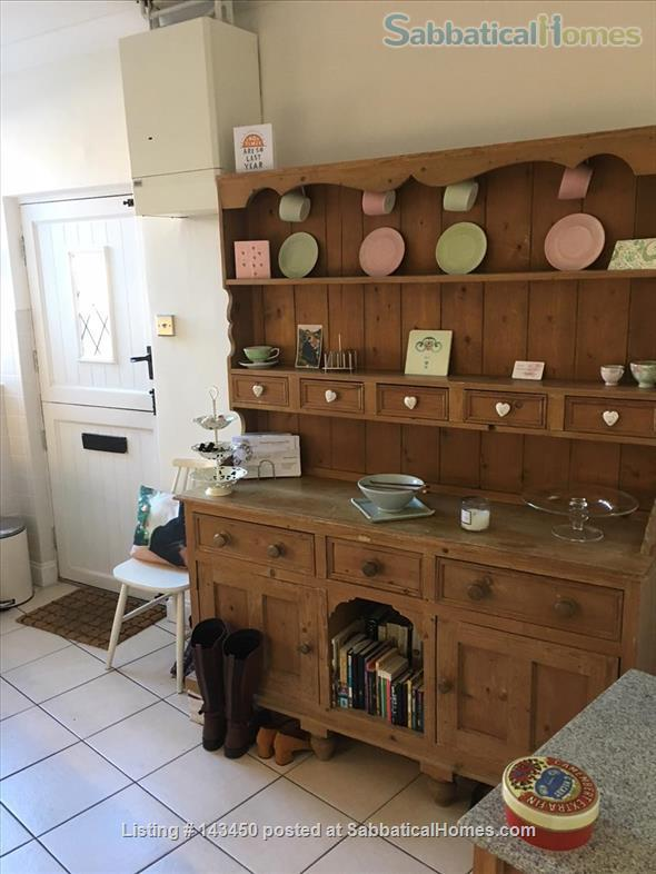 Peaceful Terrace Cottage for Rent Home Rental in Old Whittington, England, United Kingdom 4