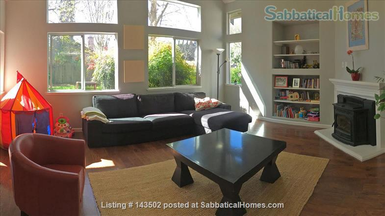 Beautiful 4 bedroom, 2 1/2 bath house with a garden, play structure, furnished  Home Rental in Davis, California, United States 9
