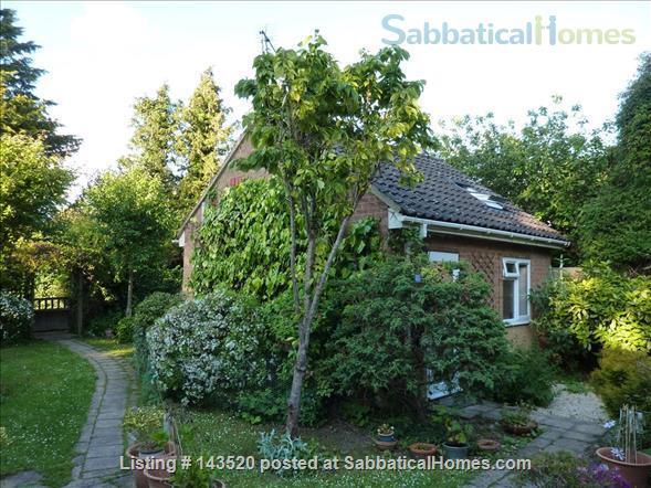 Cosy private studio in idyllic garden, Oxford Home Rental in Marston, England, United Kingdom 1
