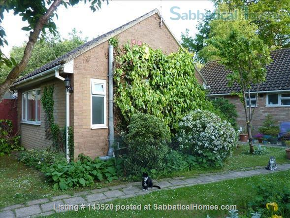Cosy private studio in idyllic garden, Oxford Home Rental in Marston, England, United Kingdom 2