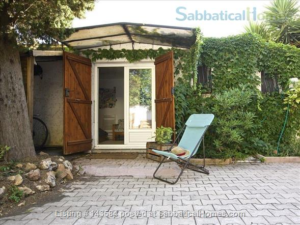 Simple studio set in sunny courtyard near historic centre of Montpellier Home Rental in Montpellier, Occitanie, France 1