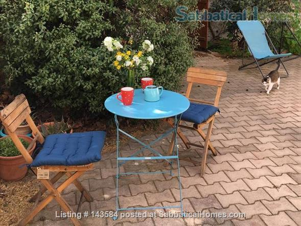 Simple studio set in sunny courtyard near historic centre of Montpellier Home Rental in Montpellier, Occitanie, France 2