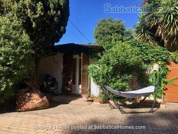 Simple studio set in sunny courtyard near historic centre of Montpellier Home Rental in Montpellier, Occitanie, France 5