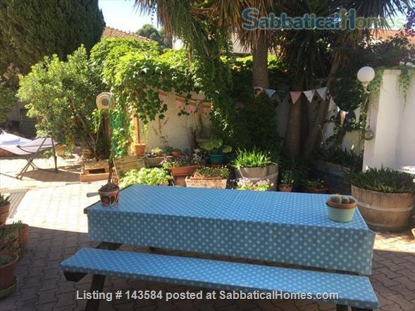 Simple studio set in sunny courtyard near historic centre of Montpellier Home Rental in Montpellier, Occitanie, France 7