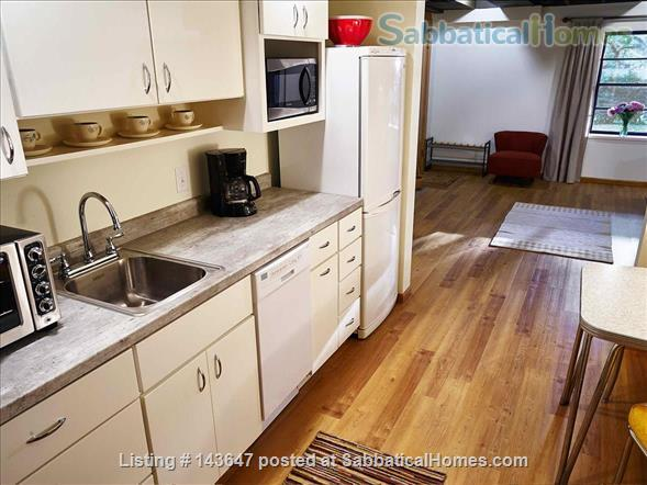 Urban Apartment in the Woods Home Rental in Madison, Wisconsin, United States 7