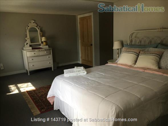 Spacious 2 BR cottage, steps from town and Bowdoin Home Rental in Brunswick, Maine, United States 6