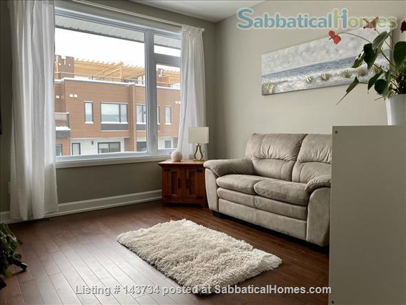 Modern and bright single-family home in Greystone Village (Ottawa, Canada) Home Rental in Ottawa, Ontario, Canada 3