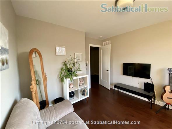 Modern and bright single-family home in Greystone Village (Ottawa, Canada) Home Rental in Ottawa, Ontario, Canada 4
