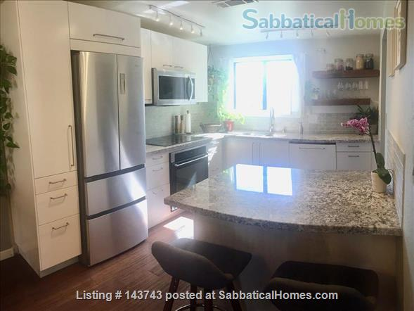 Delightful 2-bedroom home with pool  Home Rental in Davis, California, United States 3