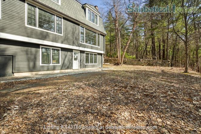 Tranquility and convenience in a coveted neighborhood in the Boston area Home Rental in Weston, Massachusetts, United States 5