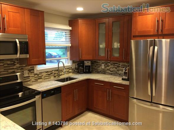 Cozy, updated 2BR near (<3mi) downtown and campus Home Rental in Lansing, Michigan, United States 0