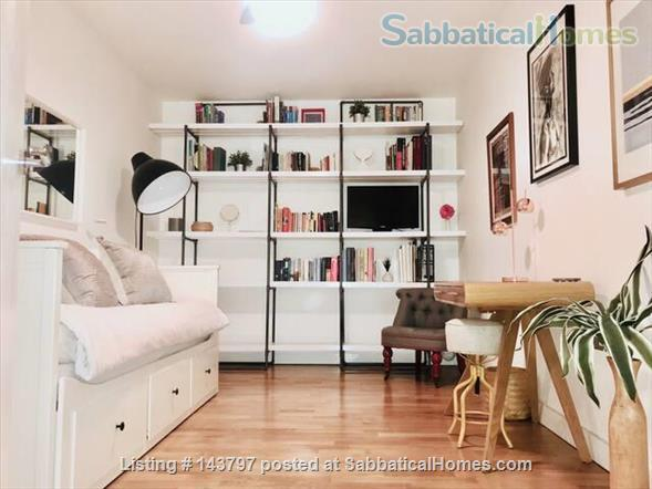 Quiet Art Historian's Flat in Islington, 25 min to Bloomsbury Home Rental in London, England, United Kingdom 1