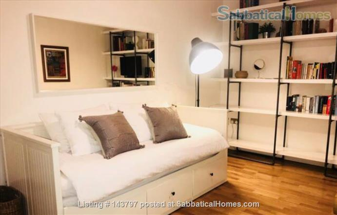 Quiet Art Historian's Flat in Islington, 25 min to Bloomsbury Home Rental in London, England, United Kingdom 3
