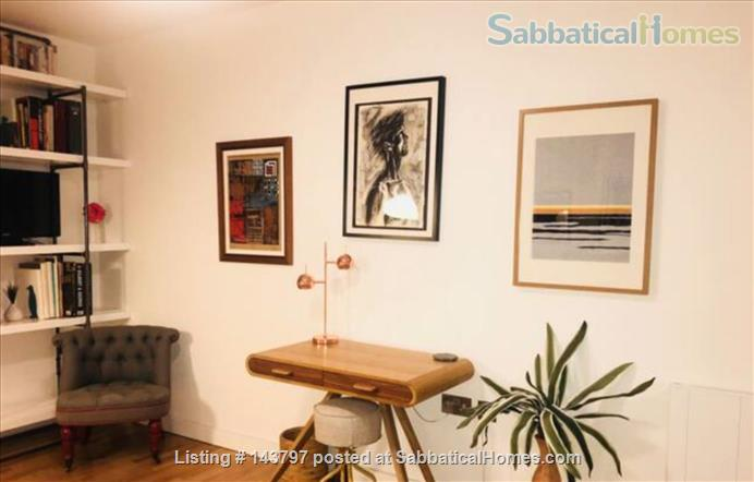 Quiet Art Historian's Flat in Islington, 25 min to Bloomsbury Home Rental in London, England, United Kingdom 5
