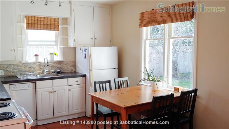 Guest House in Courtenay's Old Orchard Home Rental in Courtenay, British Columbia, Canada 2