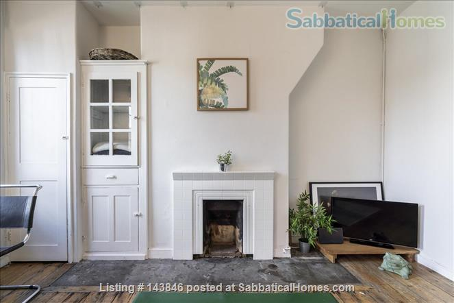 London calling!  Bright, spacious 2 bed character apartment in Docklands Home Rental in Greater London, England, United Kingdom 3