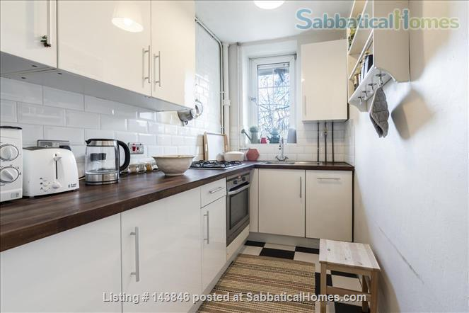 London calling!  Bright, spacious 2 bed character apartment in Docklands Home Rental in Greater London, England, United Kingdom 4