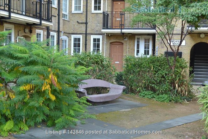 London calling!  Bright, spacious 2 bed character apartment in Docklands Home Rental in Greater London, England, United Kingdom 8
