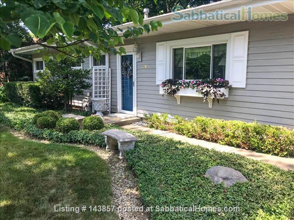 Quaint 3 bedroom ranch home in Wheaton, IL Home Rental in Wheaton, Illinois, United States 1