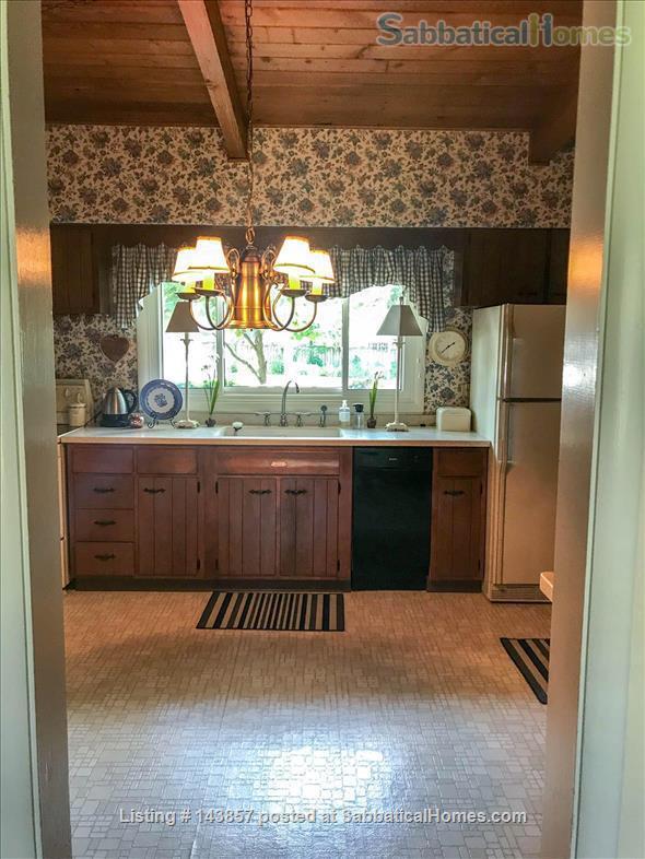 Quaint 3 bedroom ranch home in Wheaton, IL Home Rental in Wheaton, Illinois, United States 2